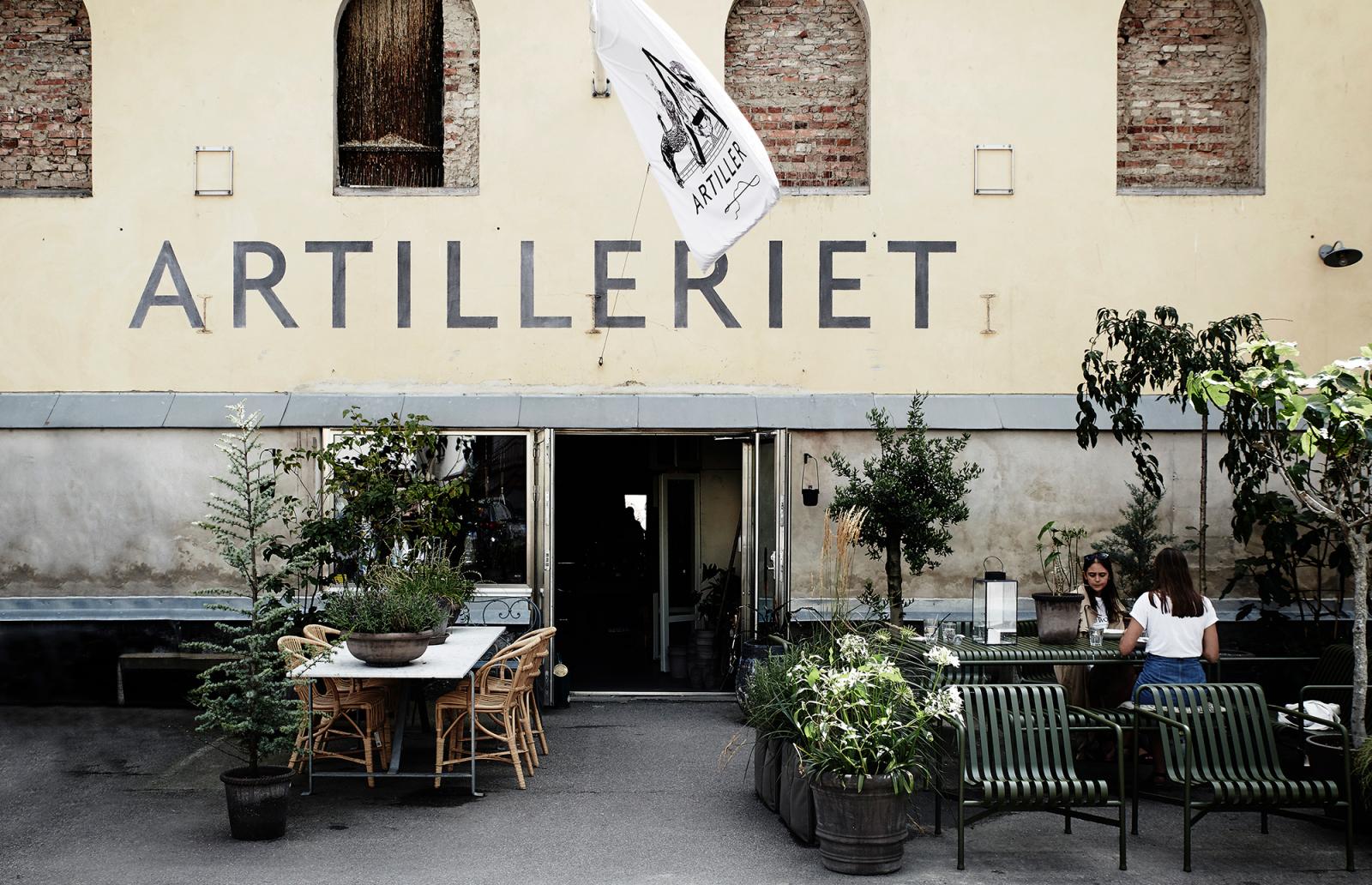 ARTILLERIET  Magasinsgatan 19, SE- 411 18, Göteborg  Öppettider:  Mån-Fre: 10-30–18, Lördag: 11–16, Söndag: 12–16  Tel: + 46 (0) 31-711 76 21, Mail: info (@) artilleriet.se