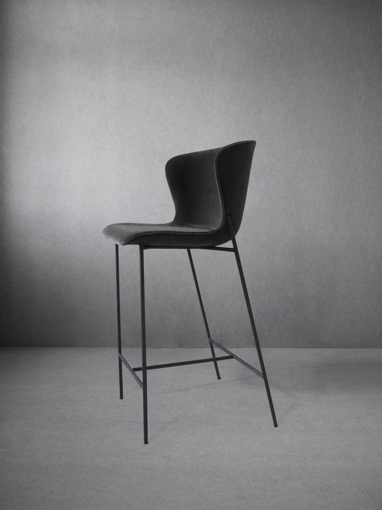 La Pipe High Chair Velvet - Black Frame