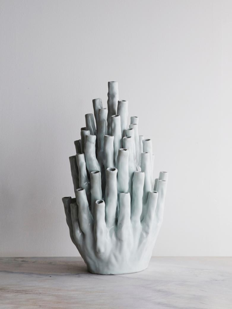 Coral Vase 50-Tulips White