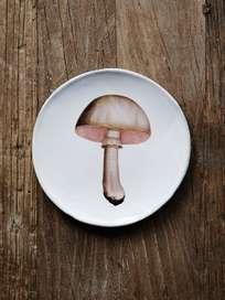 White Chamignon Comestible Dinner Plate