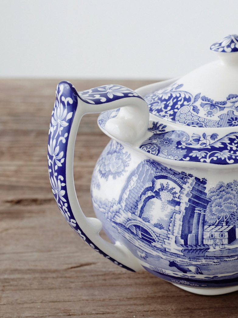 blue-italian-teapot